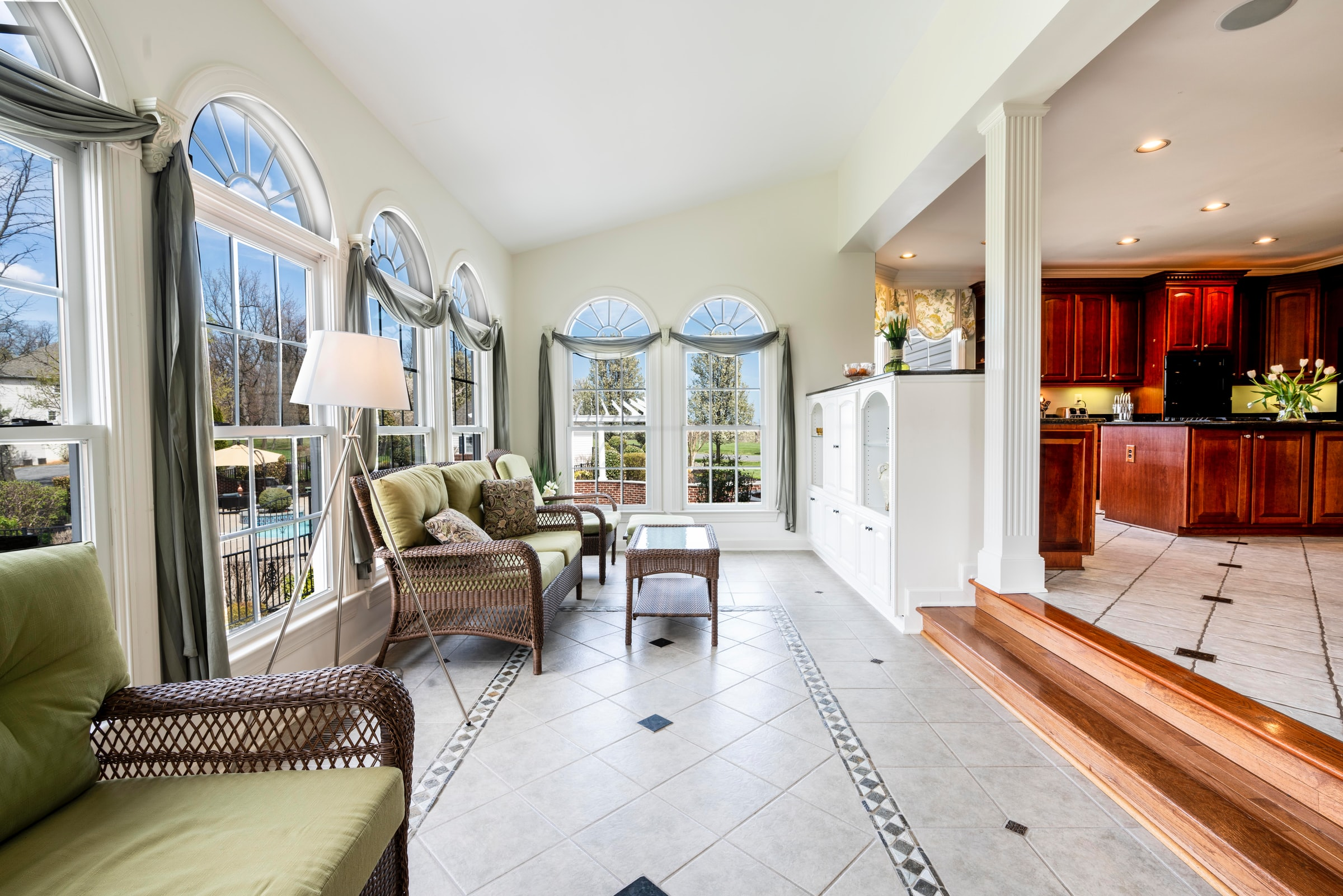 7 Pro Tips to Photograph Real Estate Interiors With Bright Windows